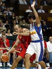 Carlos Jímenez ante Serbia. Eurobasket 2005