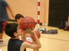 Tiro baloncesto. Aprendizaje y repetición